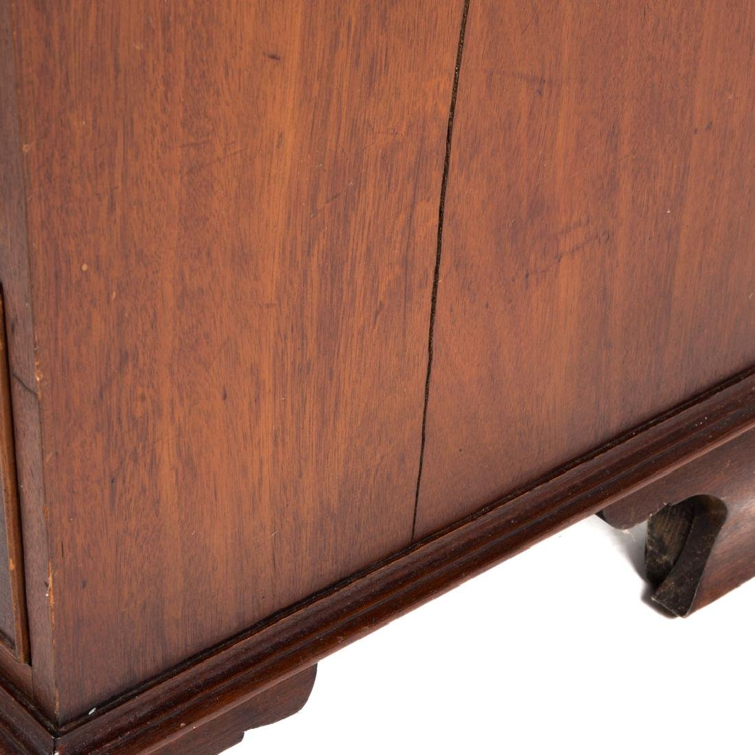 George III style mahogany bachelor's chest - 5