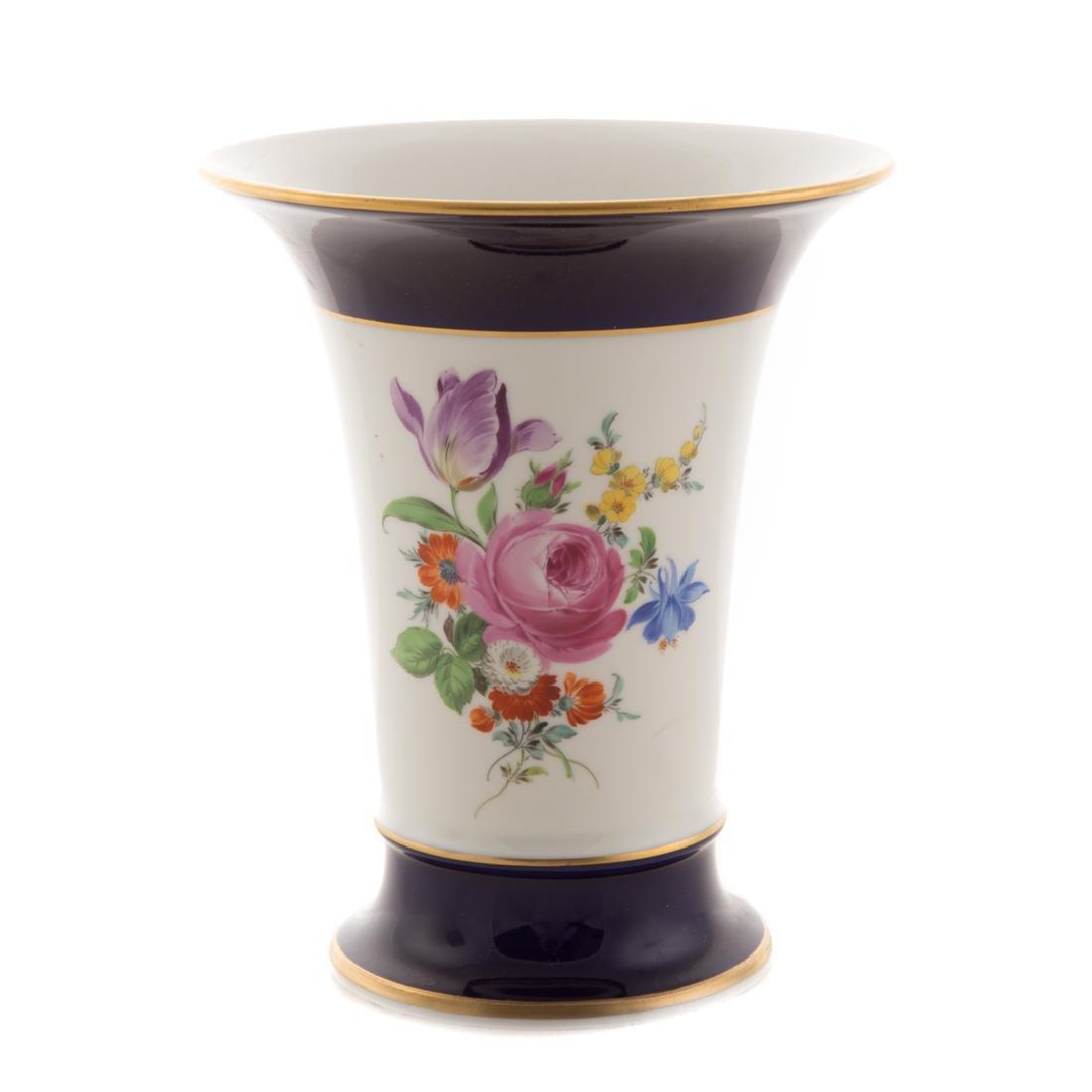 Meissen porcelain dish and beaker vase - 9