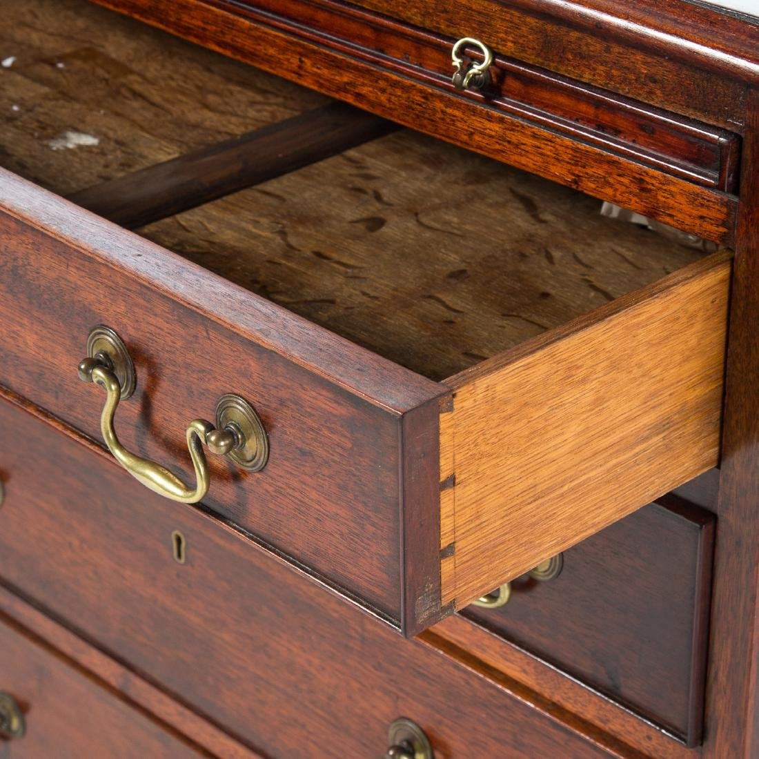 George III style mahogany bachelor's chest - 2