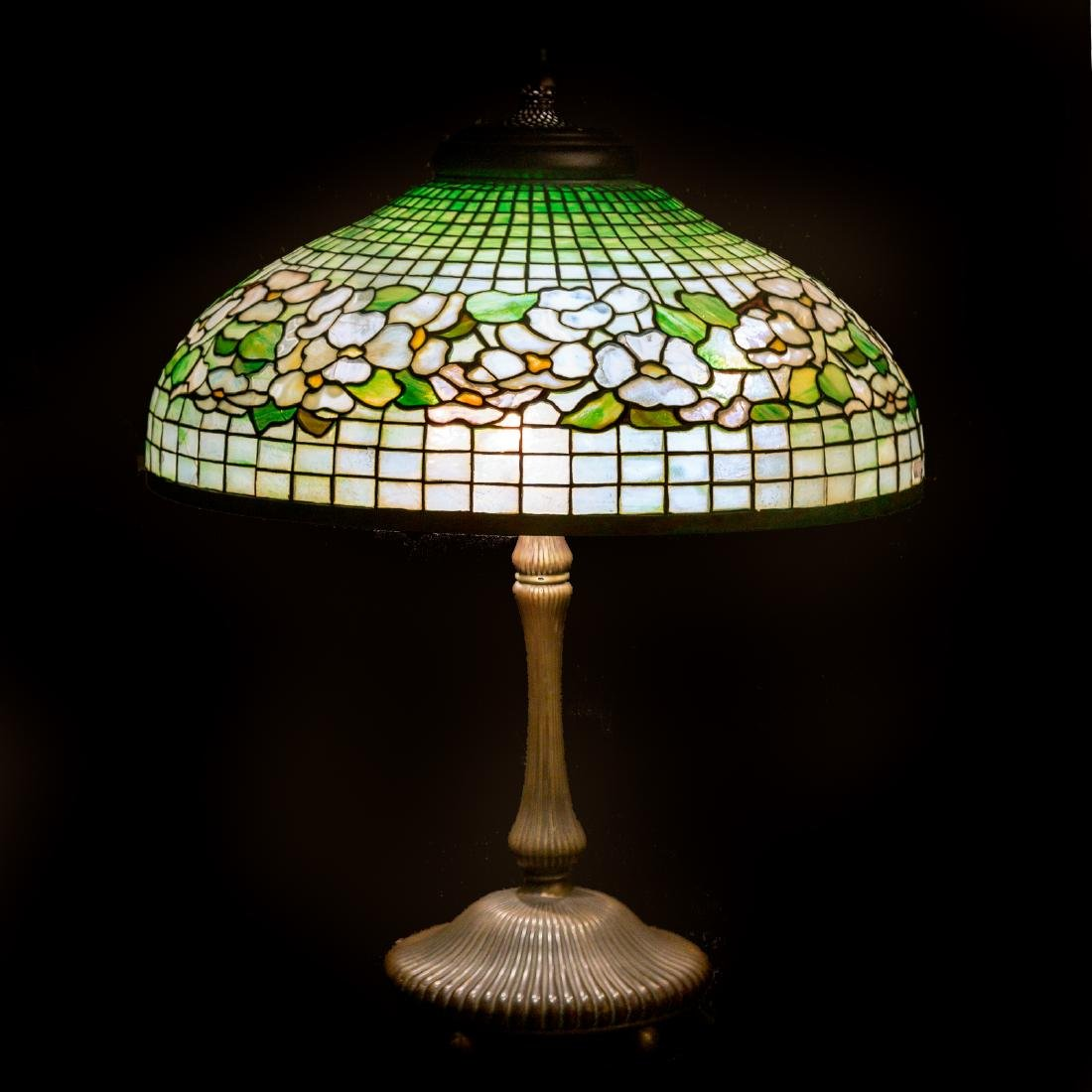 Tiffany leaded glass and bronze table lamp - 10