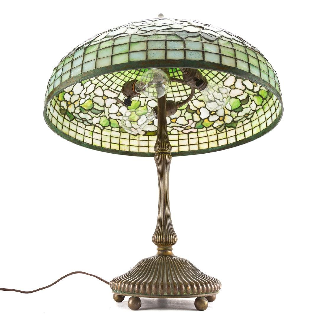 Tiffany leaded glass and bronze table lamp - 9