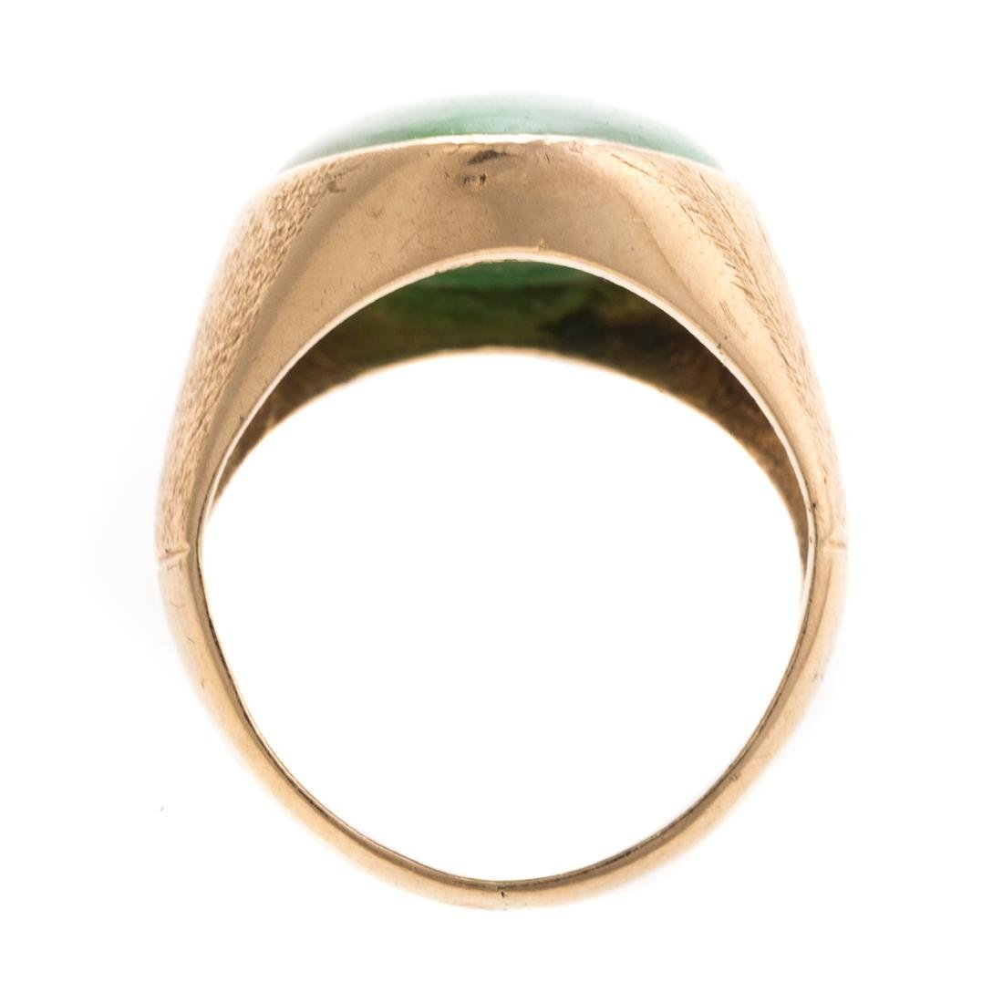 A Lady's Jadeite Ring in 14K Gold - 3