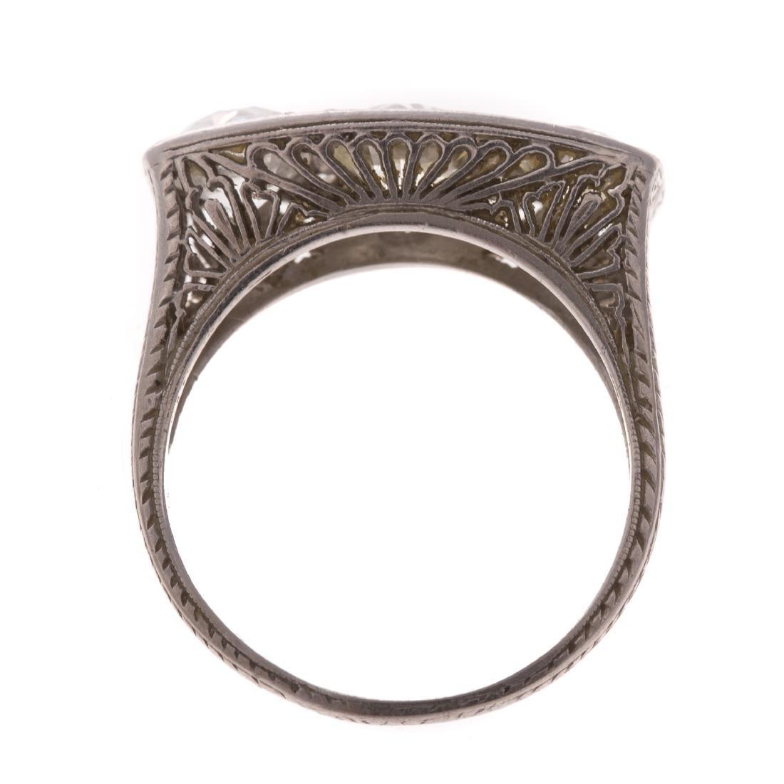 An Art Deco Filigree Diamond Ring in Platinum - 3