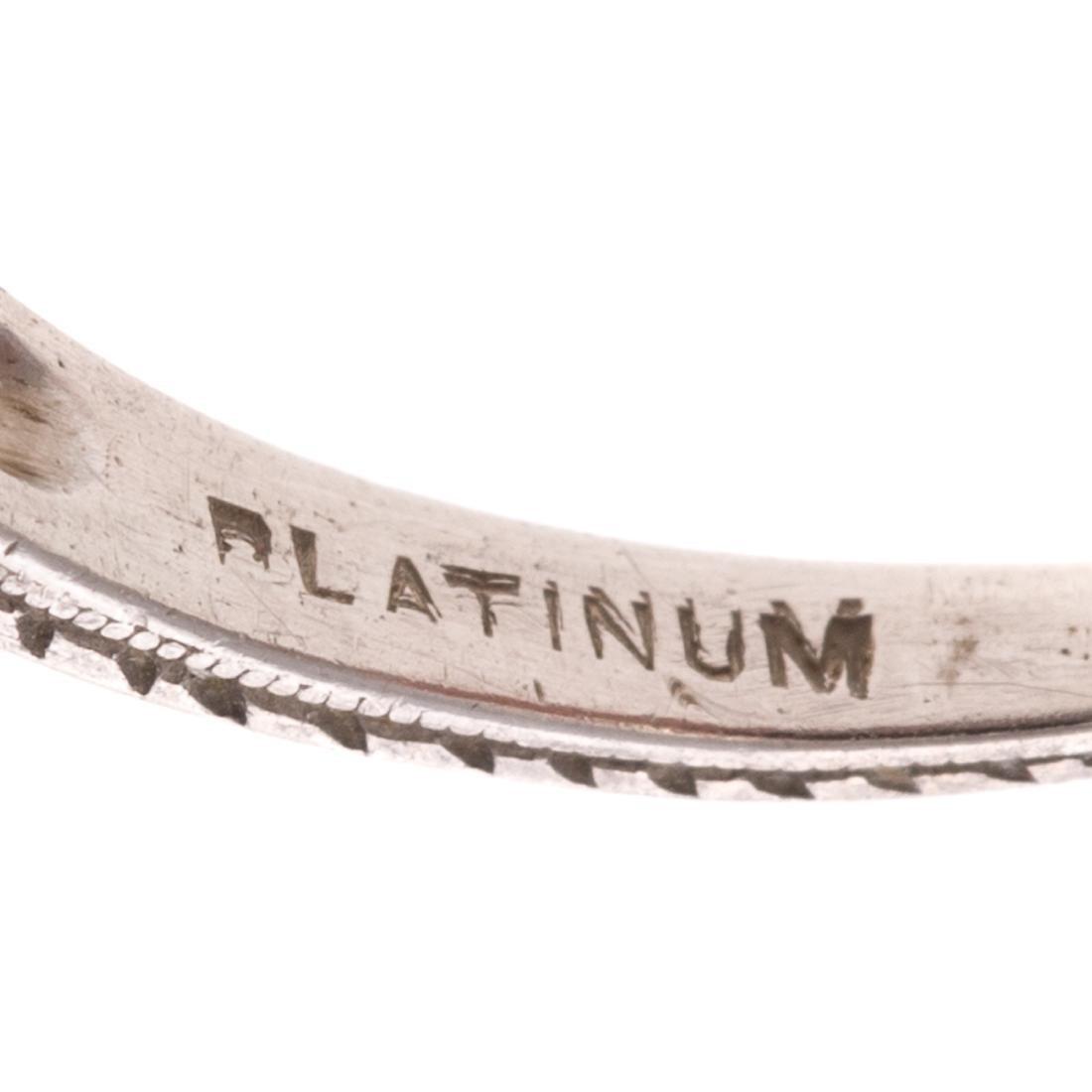 An Art Deco Filigree Diamond Ring in Platinum - 4
