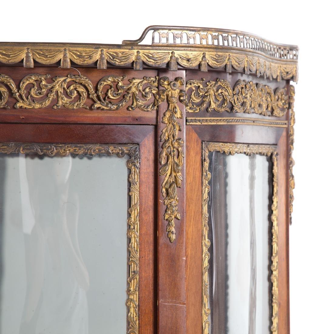 Louis XV style bronze mounted mahogany vitrine - 2