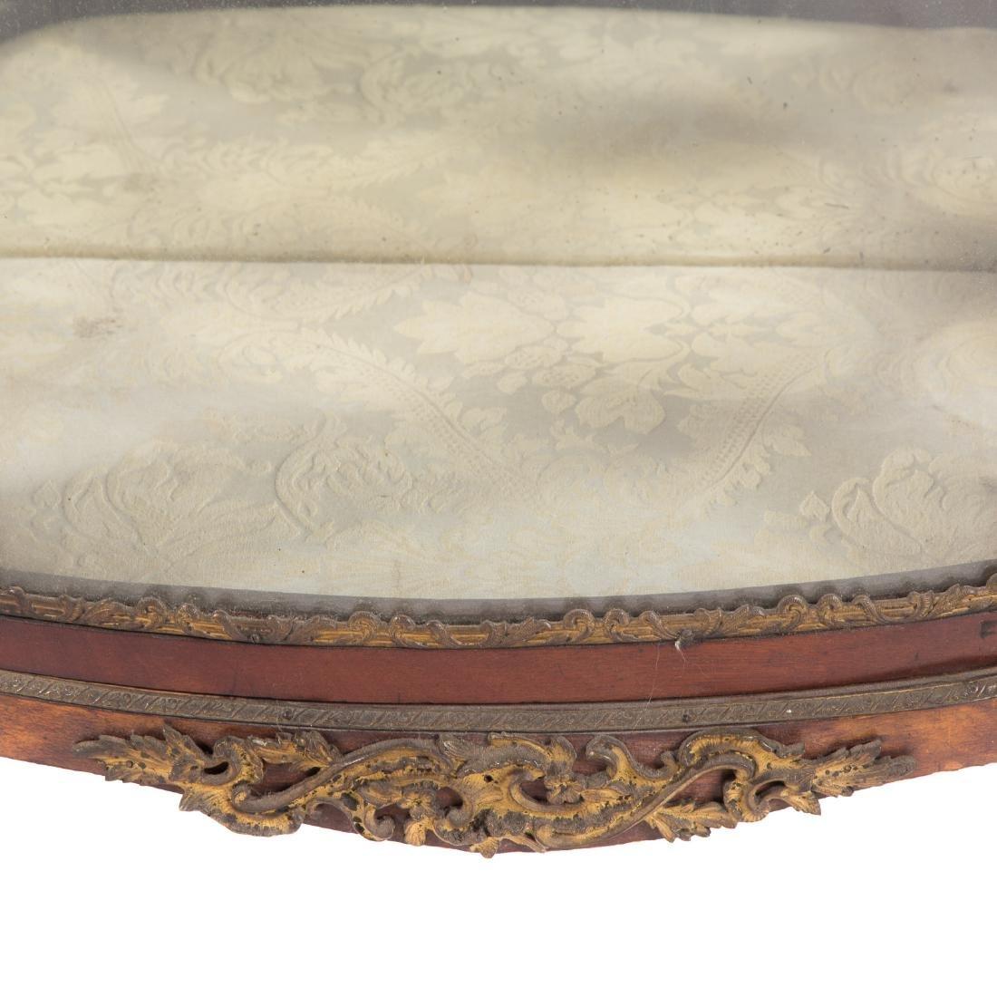 Louis XV style bronze mounted mahogany vitrine - 4