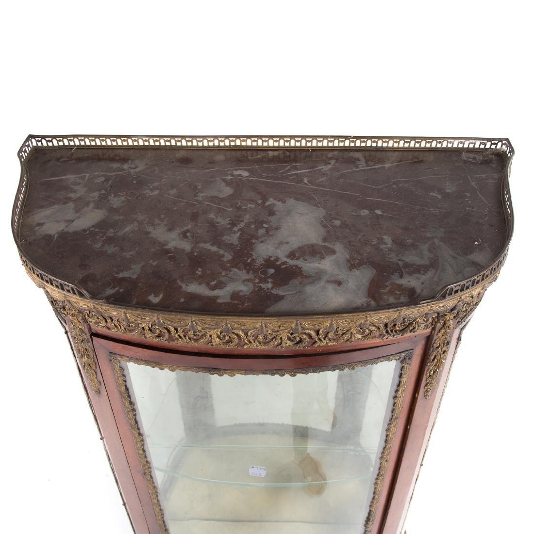Louis XV style bronze mounted mahogany vitrine - 6