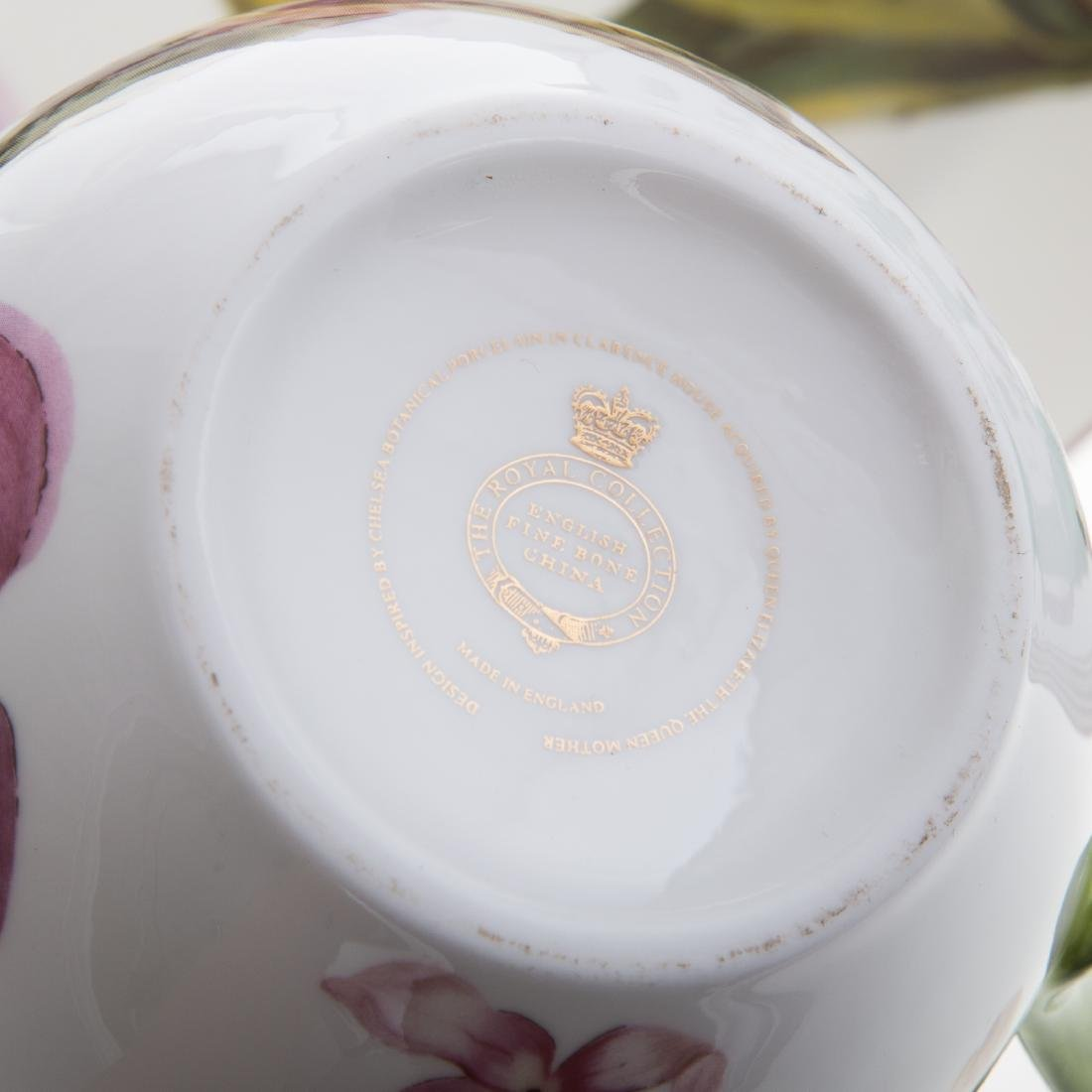 Eight pieces Royal Collection china - 4