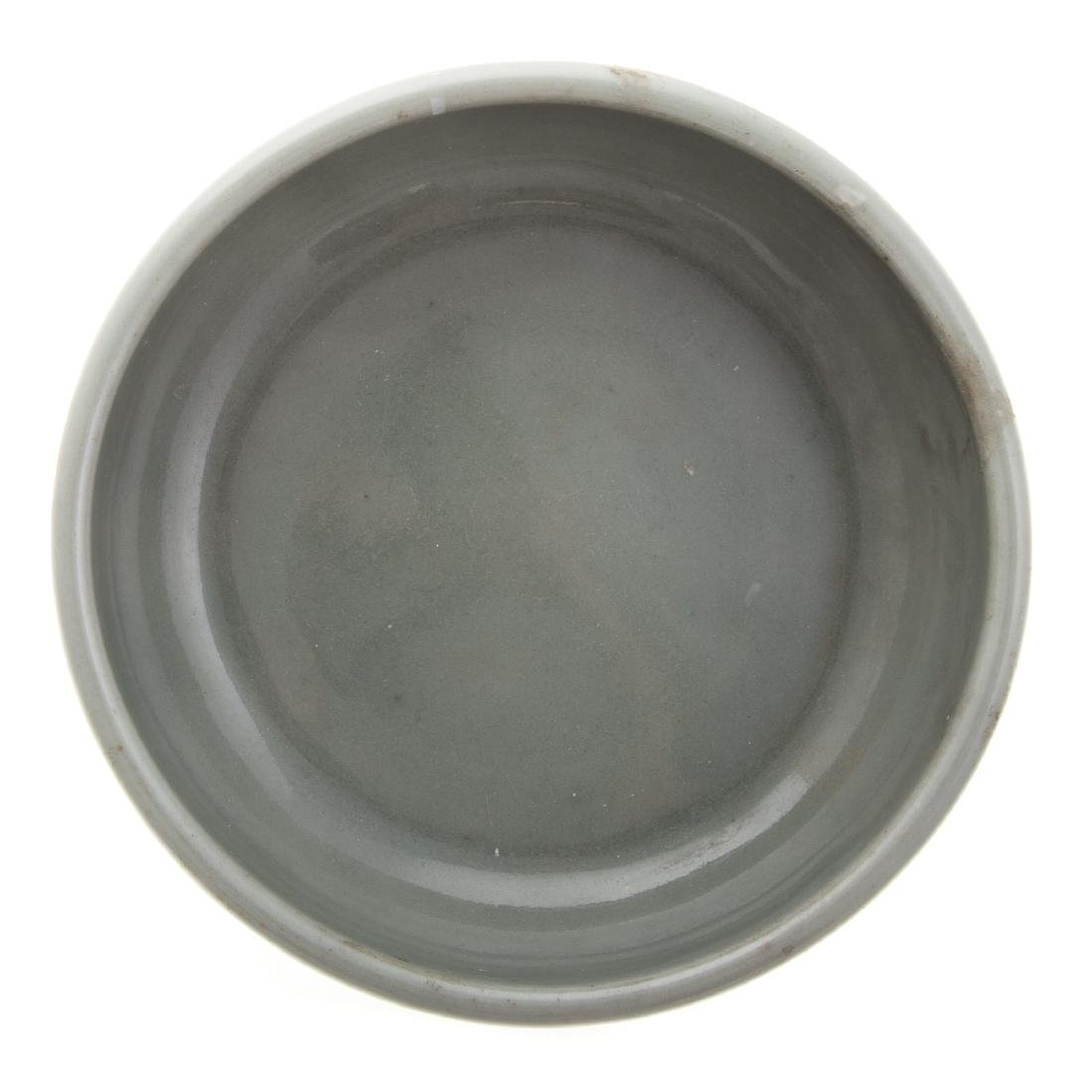 Chinese celadon bowl and blue/white jar - 4