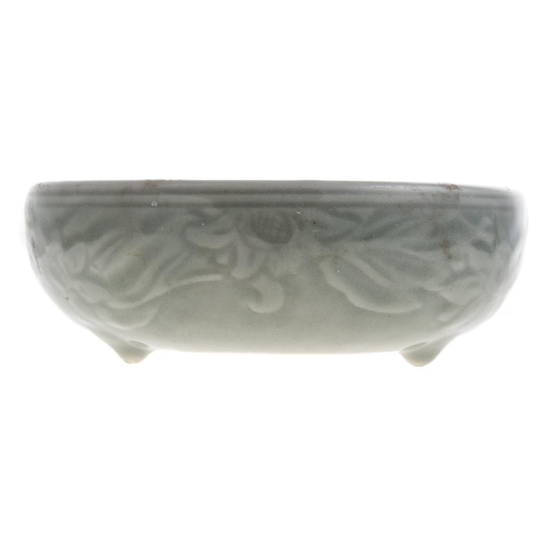 Chinese celadon bowl and blue/white jar - 6