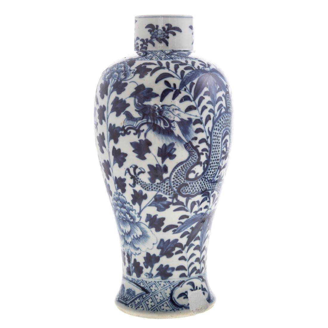 Chinese celadon bowl and blue/white jar - 8