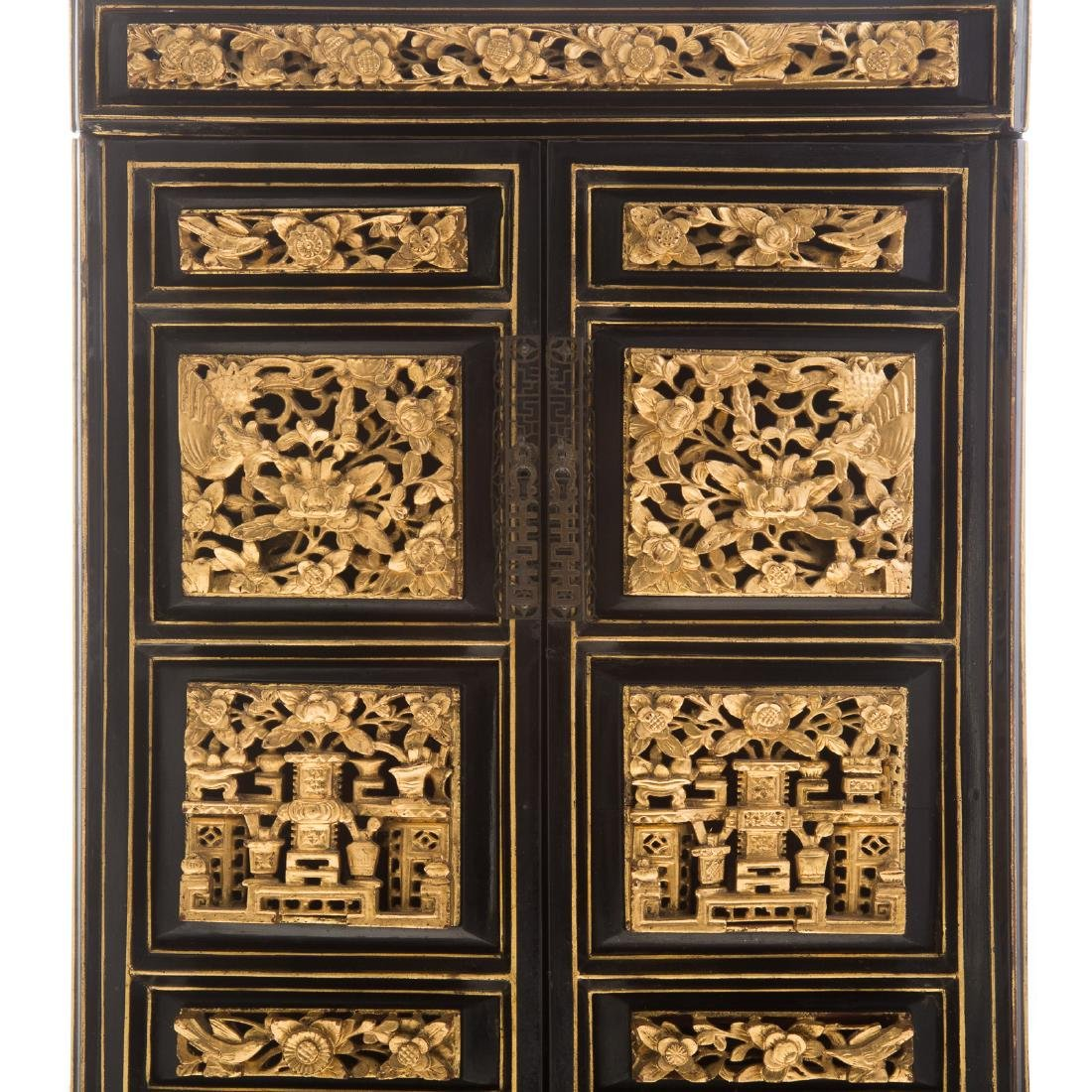 Chinese lacquer and gilt wood shrine - 2