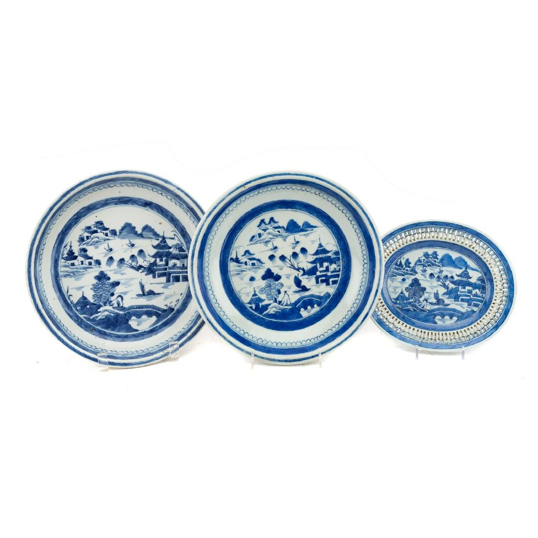 Seven Chinese Export Canton porcelain objects - 2