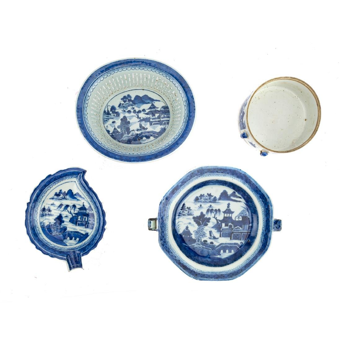 Seven Chinese Export Canton porcelain objects - 3