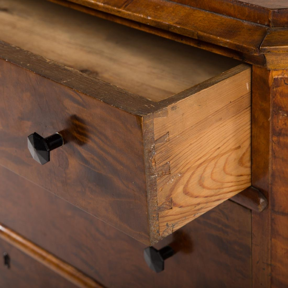 Biedermeier walnut veneer commode - 5