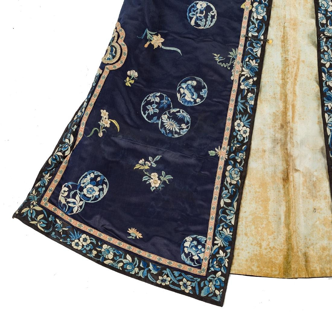 Chinese silk embroidered robe - 3