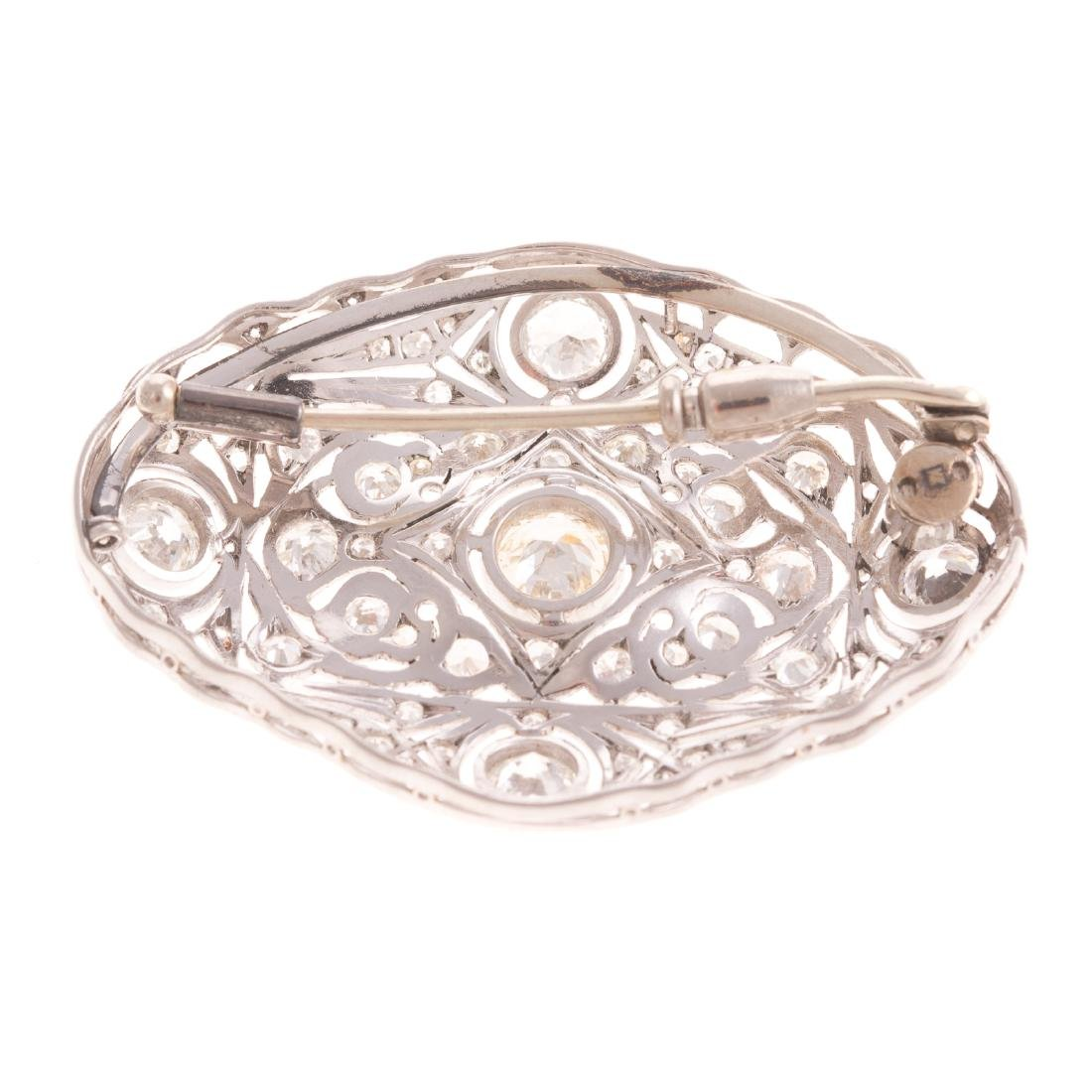 An Art Deco Diamond Filigree Brooch in Platinum - 3