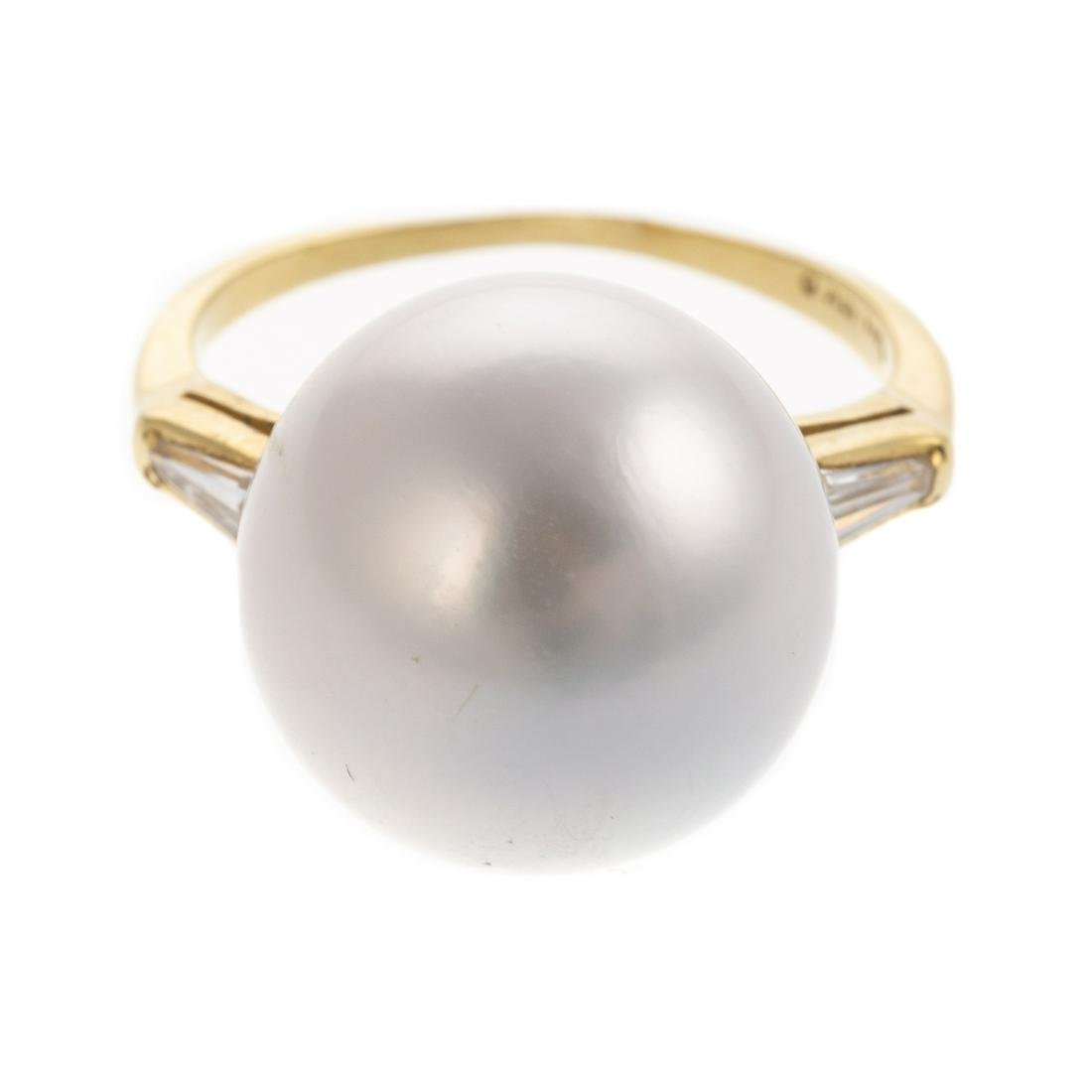A Ladies South Sea Pearl & Diamond Ring in 18K