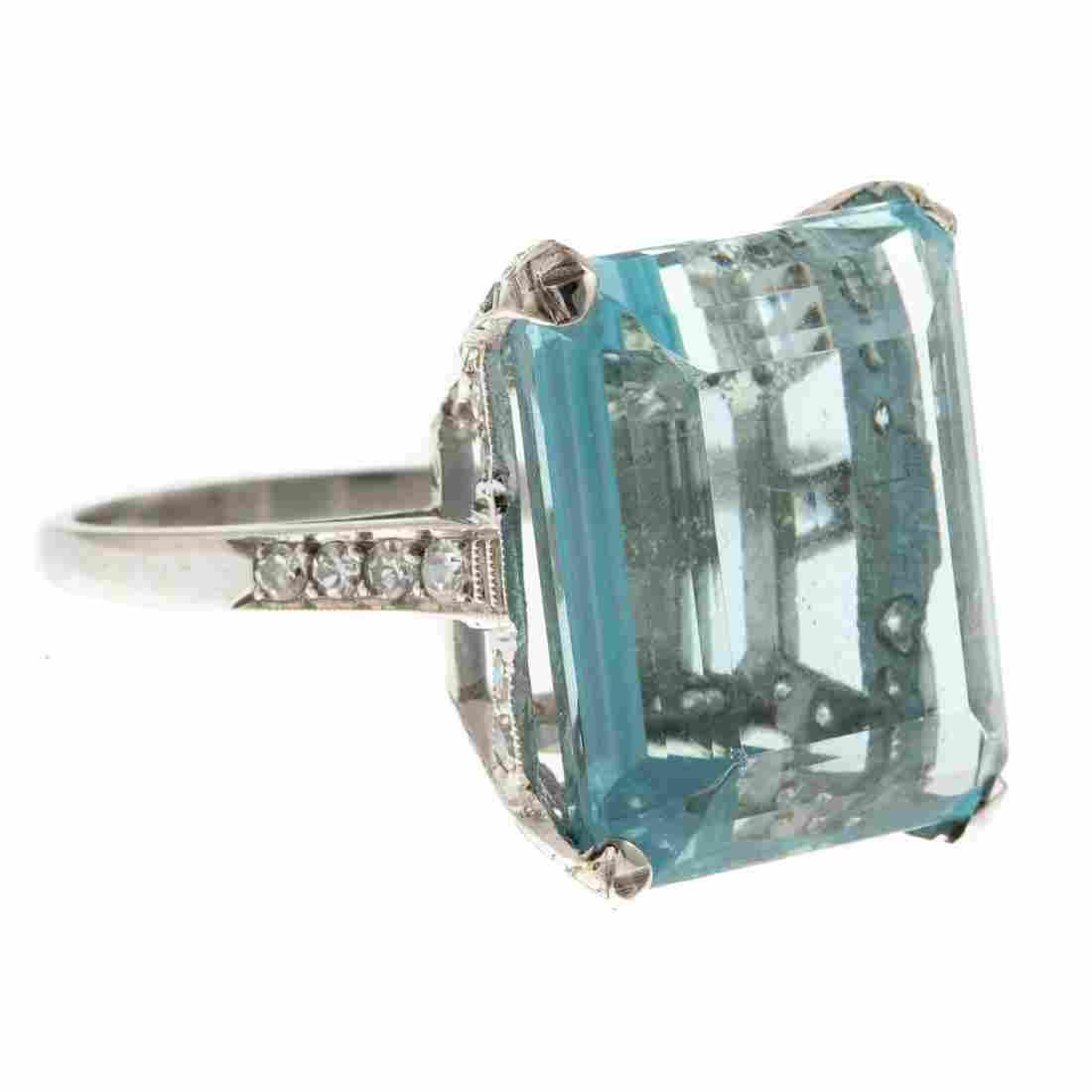 A Ladies Aquamarine & Diamond Ring in Platinum