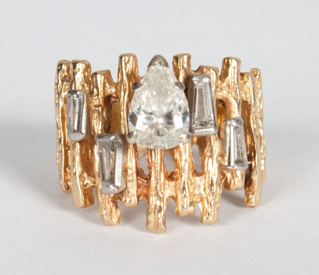 Lady's 1960s Modern gold and diamond ring