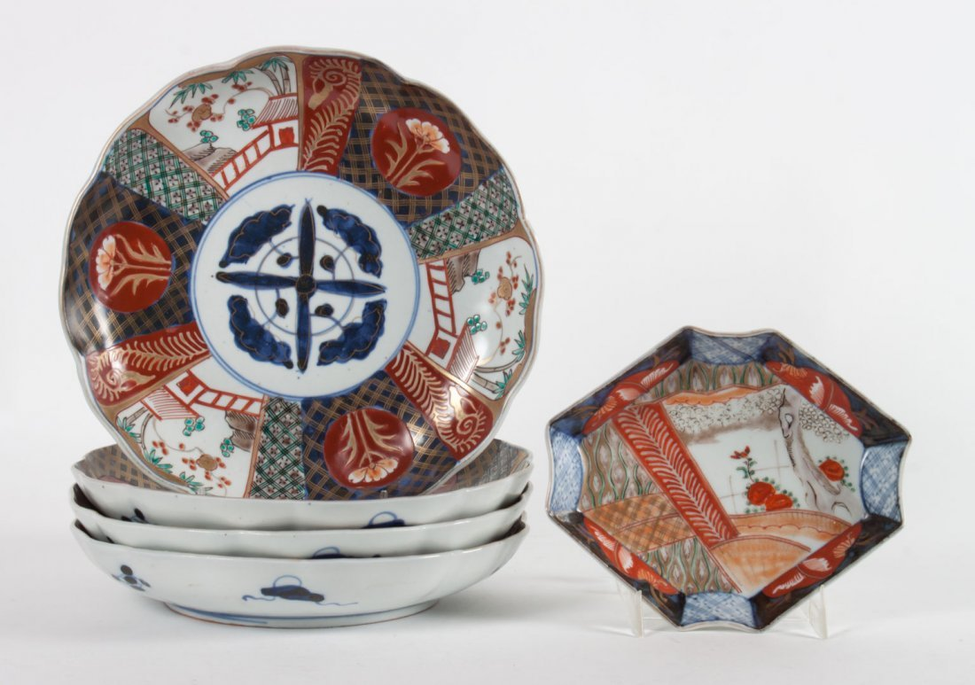 Five Japanese Imari porcelain table objects