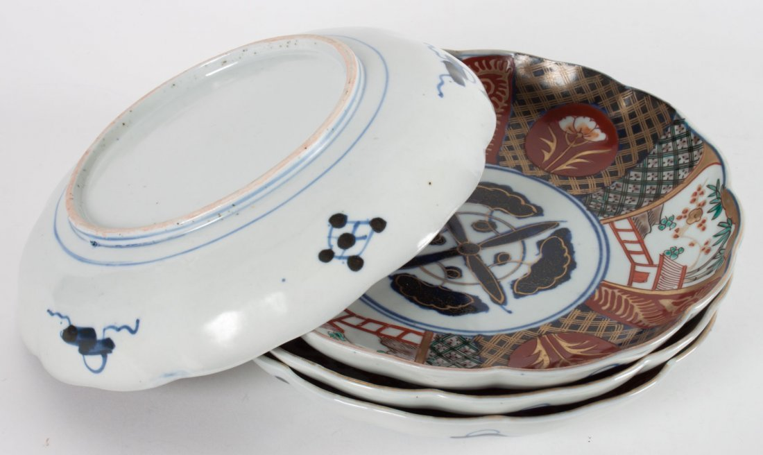Five Japanese Imari porcelain table objects - 5