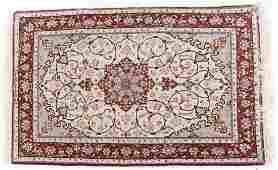 Fine Persian Ispahan rug approx 37 x 54