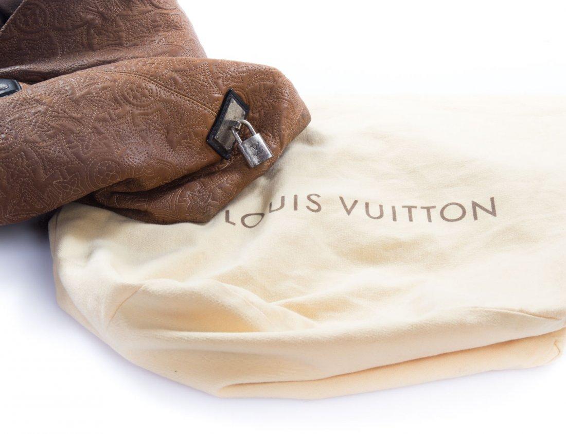 A Louis Vuitton Artsy MM Handbag - 10