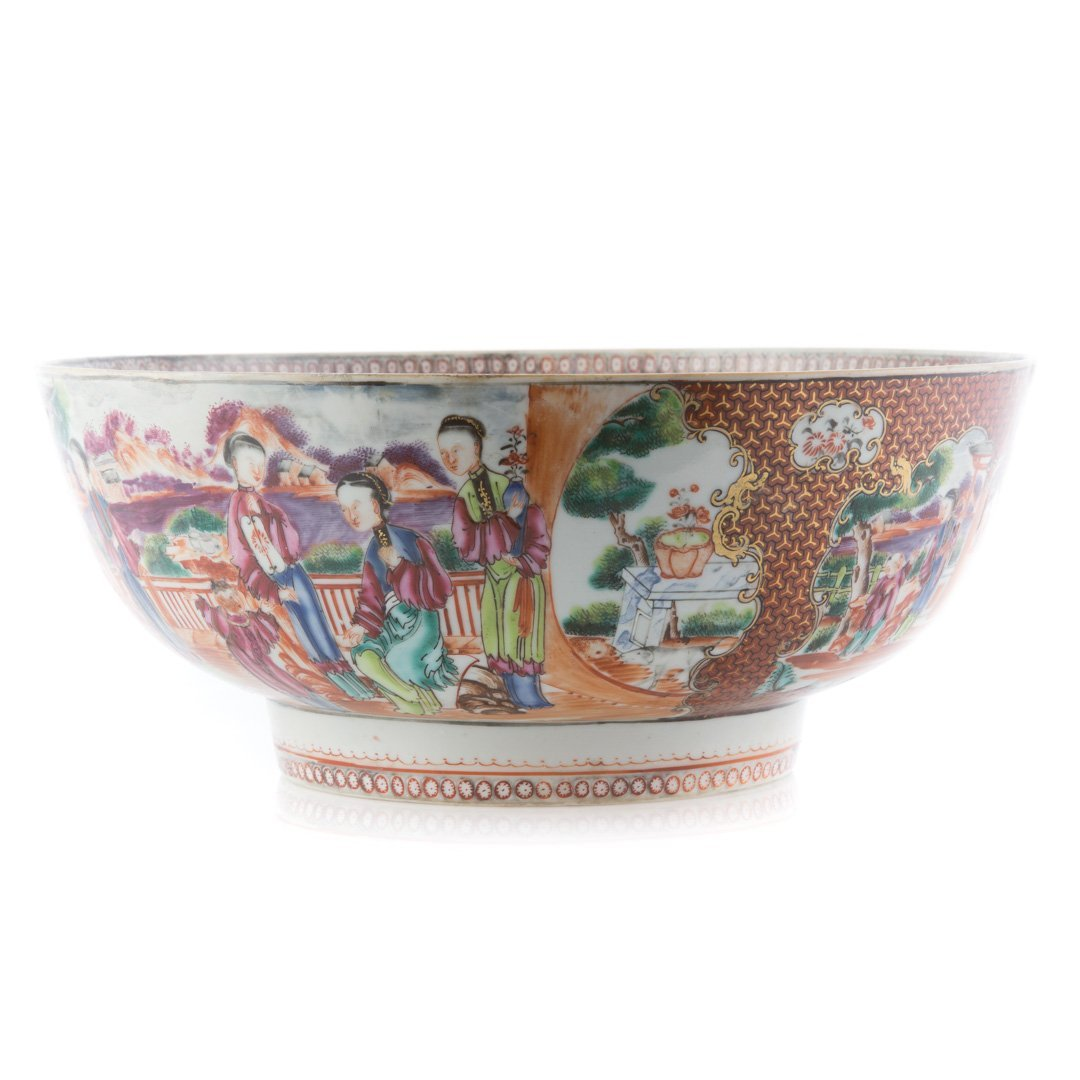 Chinese Export punch bowl in the Mandarin palette