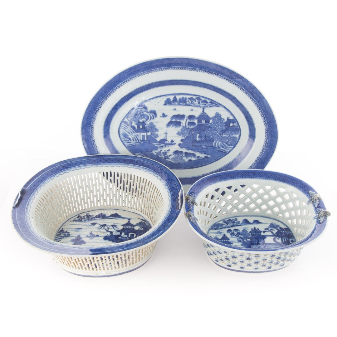 Four Chinese Export porcelain table articles - 2