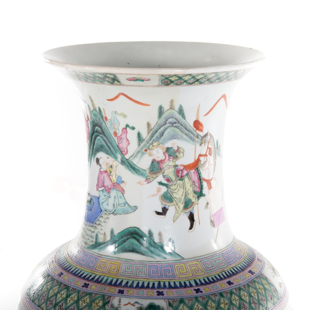 Chinese Export Famille Rose palace vase - 4