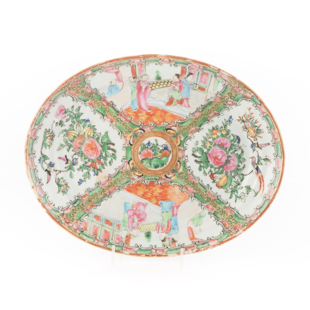 Three Chinese Export Rose Medallion platters - 4
