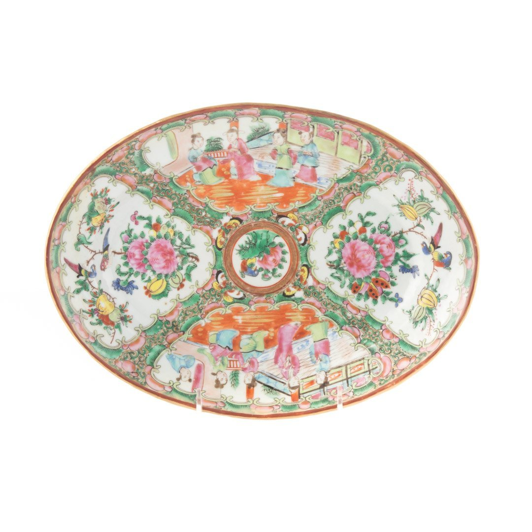 Two Chinese Export Rose Medallion platters - 4