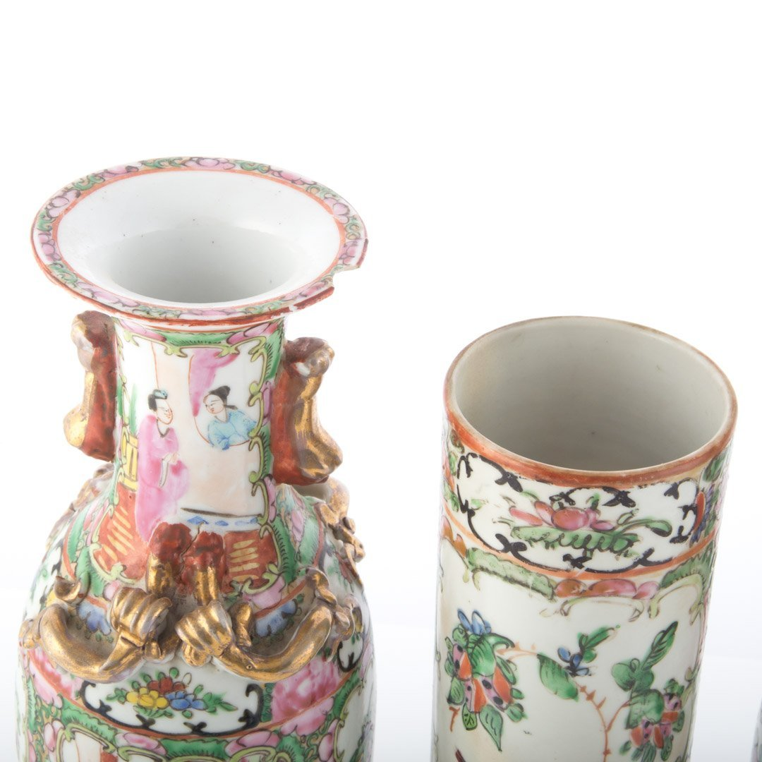 Three Chinese Export Famille Rose vases - 3