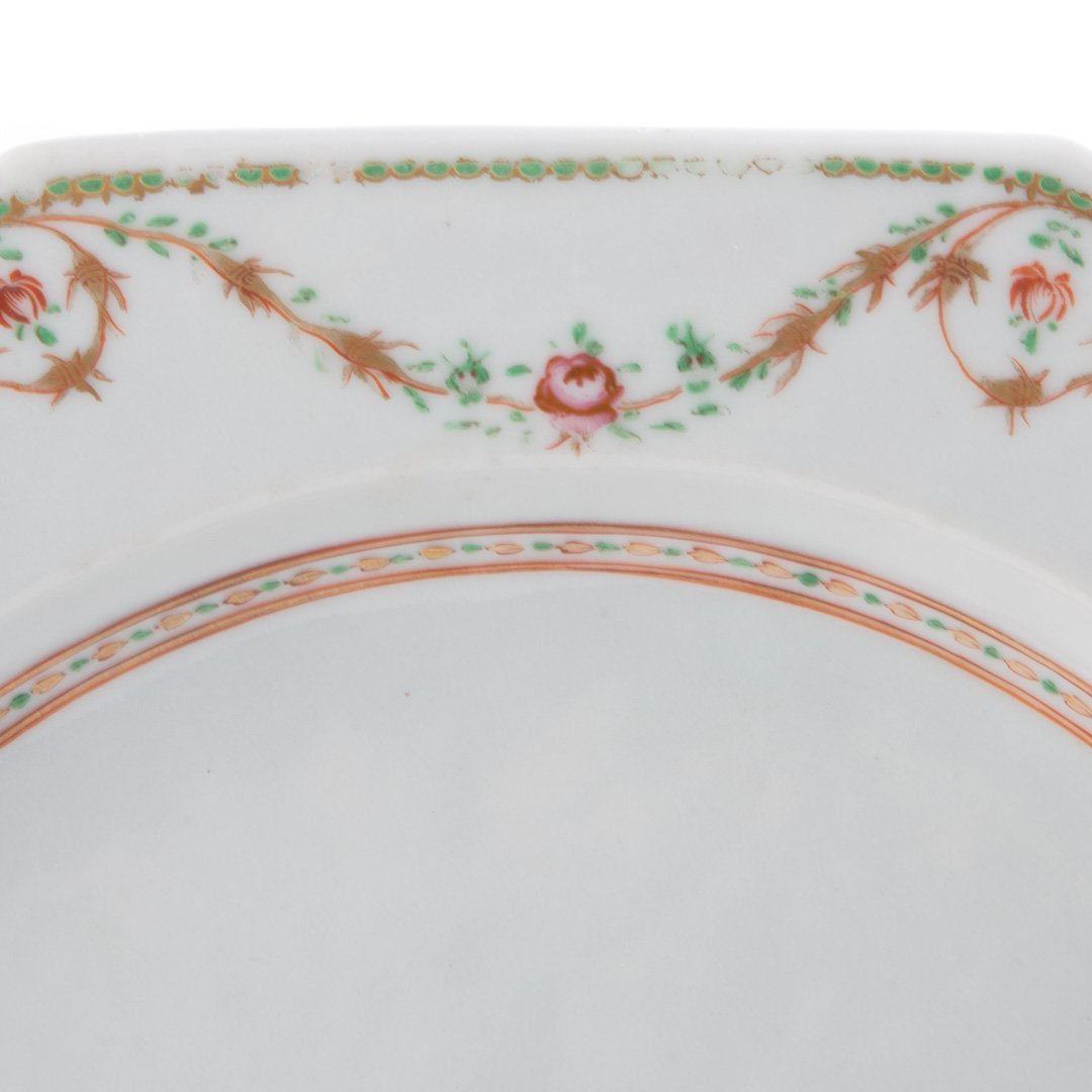Pair Chinese Export armorial hot water plates - 5