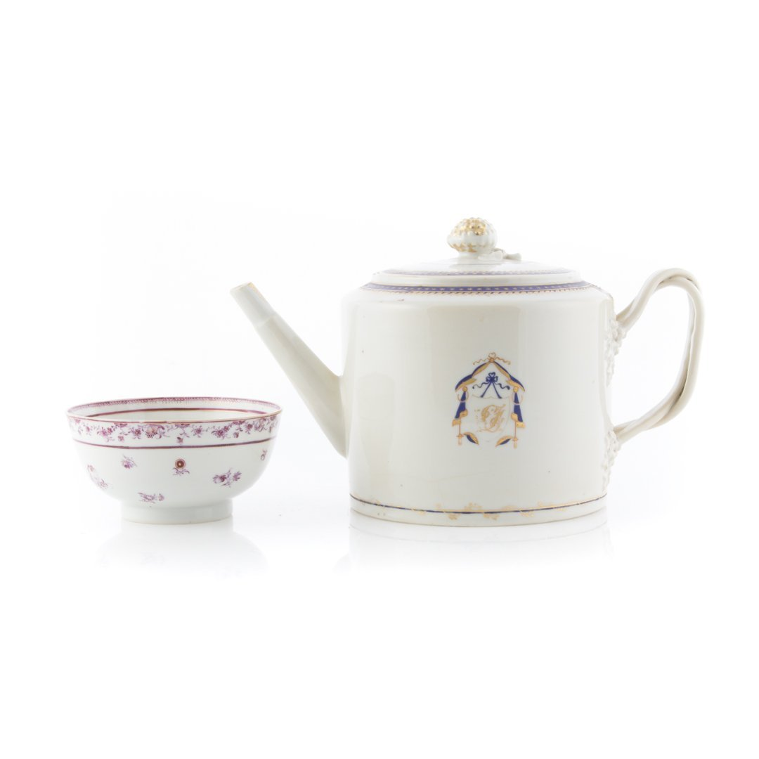Chinese Export porcelain teapot and bowl