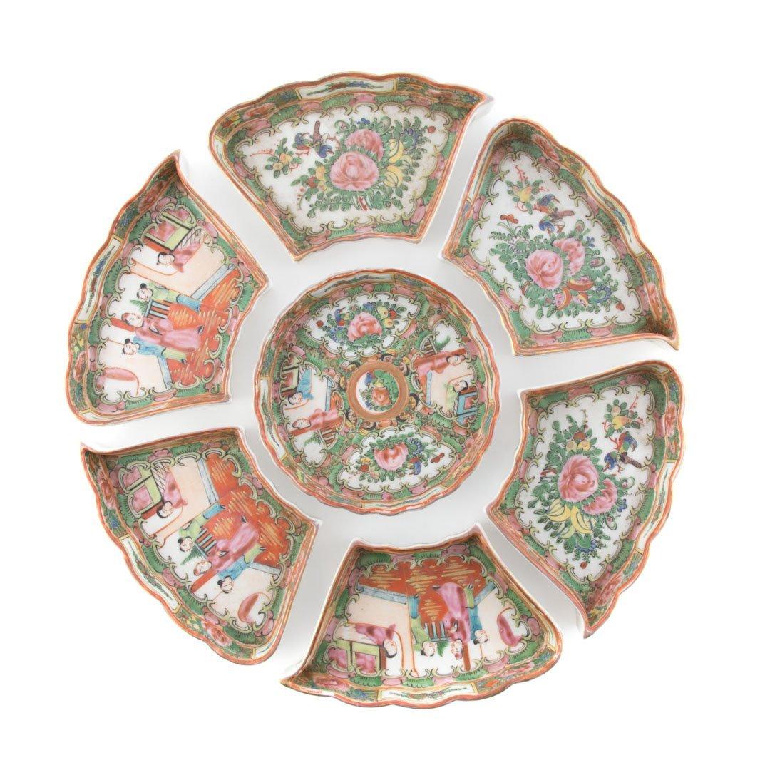 Nine pieces of Rose Medallion tableware - 2