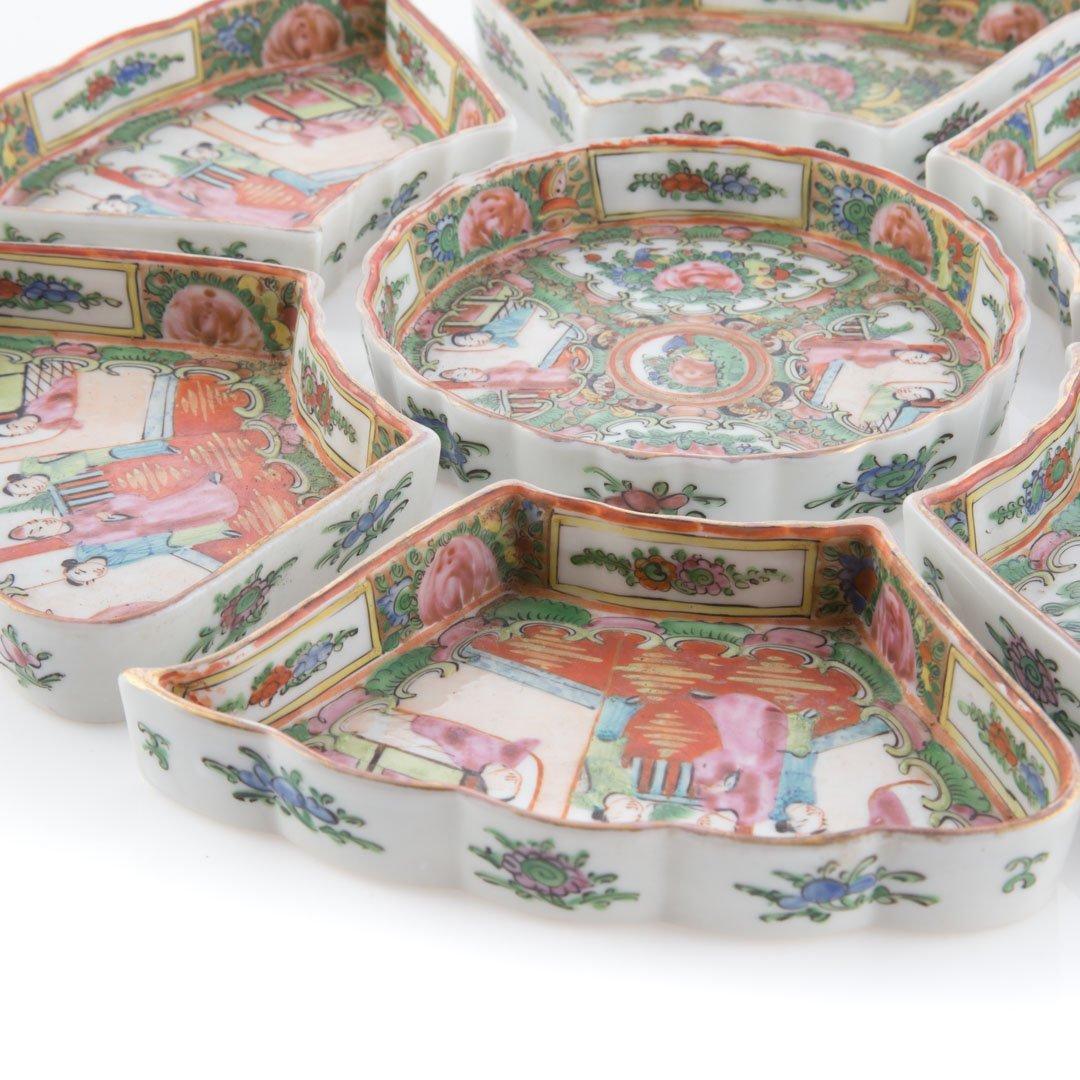 Nine pieces of Rose Medallion tableware - 3