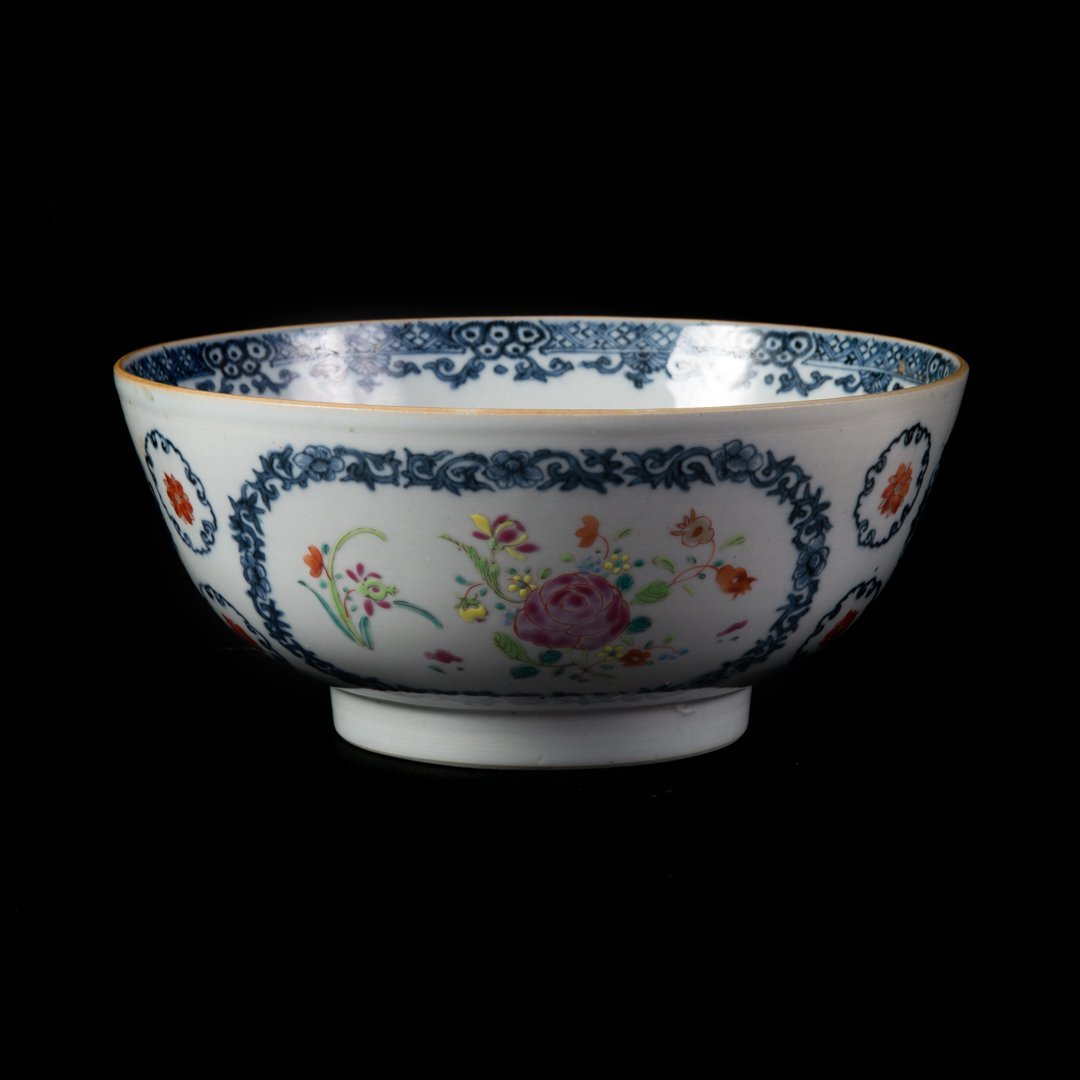 Chinese Export Famille Rose footed bowl