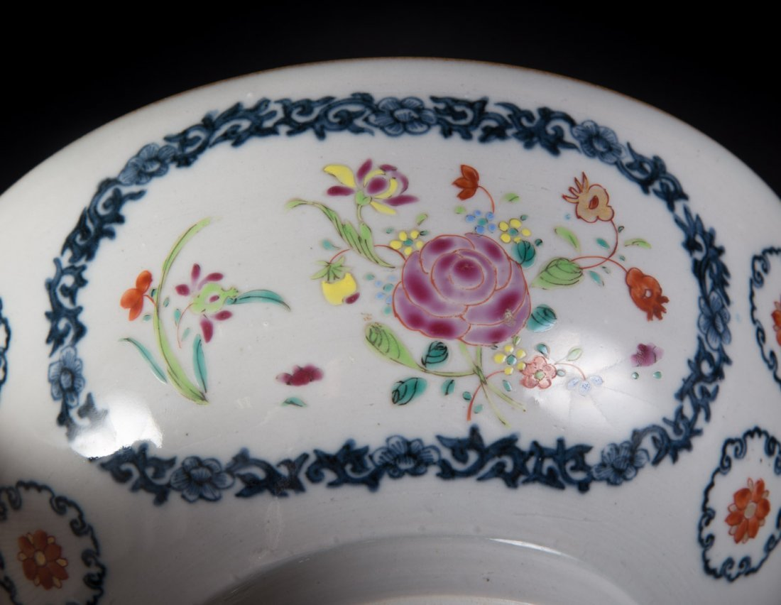 Chinese Export Famille Rose footed bowl - 4