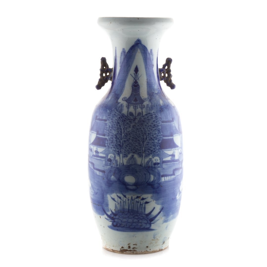 Large Chinese Export blue and white vase
