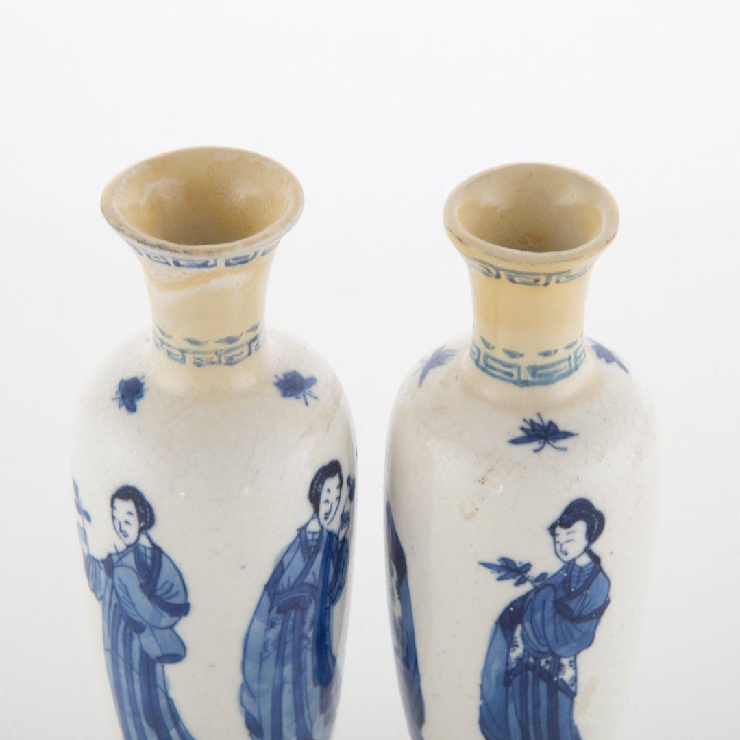 Pair Chinese Export blue and white vases - 3
