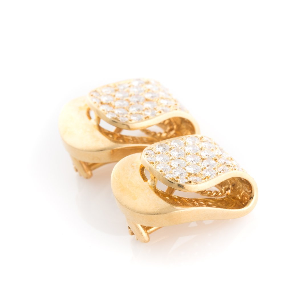 A Pair of 18K Pave Diamond Clip Earrings - 2