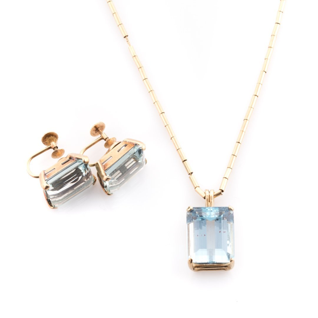An Aquamarine Pendant and Earrings in 14K Gold