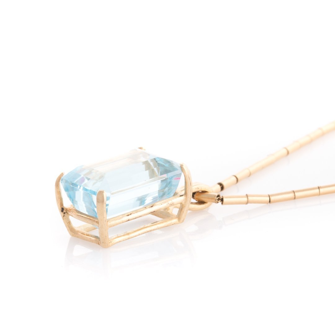 An Aquamarine Pendant and Earrings in 14K Gold - 2