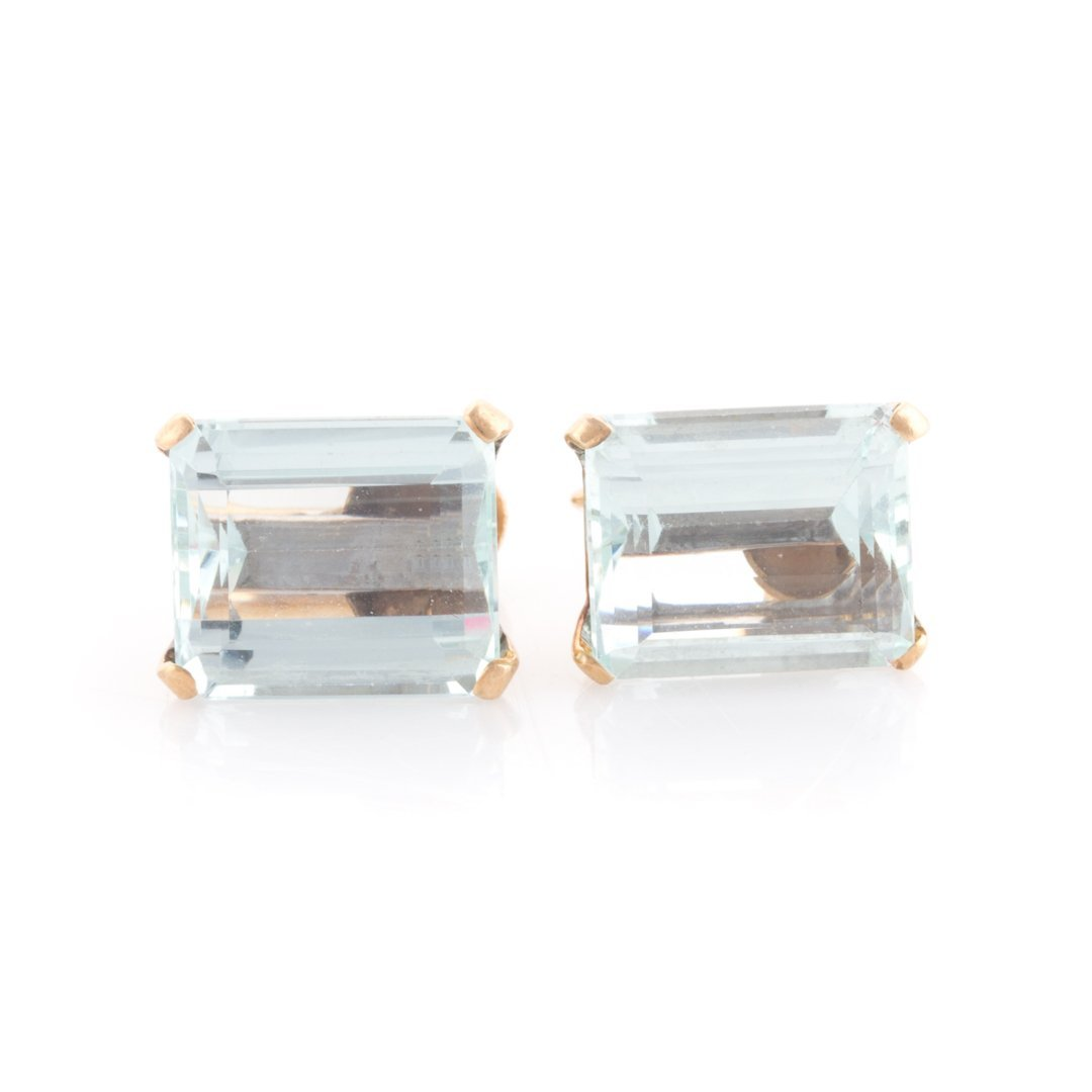An Aquamarine Pendant and Earrings in 14K Gold - 3