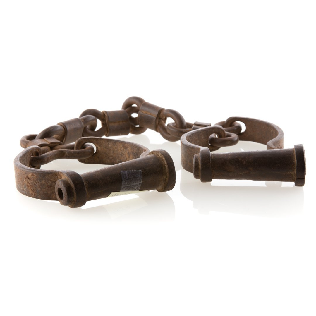 Set of wrought iron shackles - 2