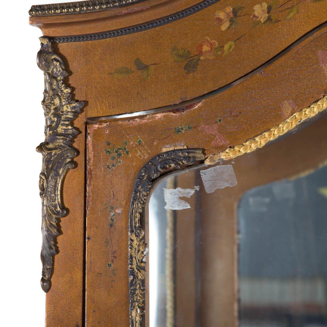 Louis XV style Vernis Martin curio cabinet - 3