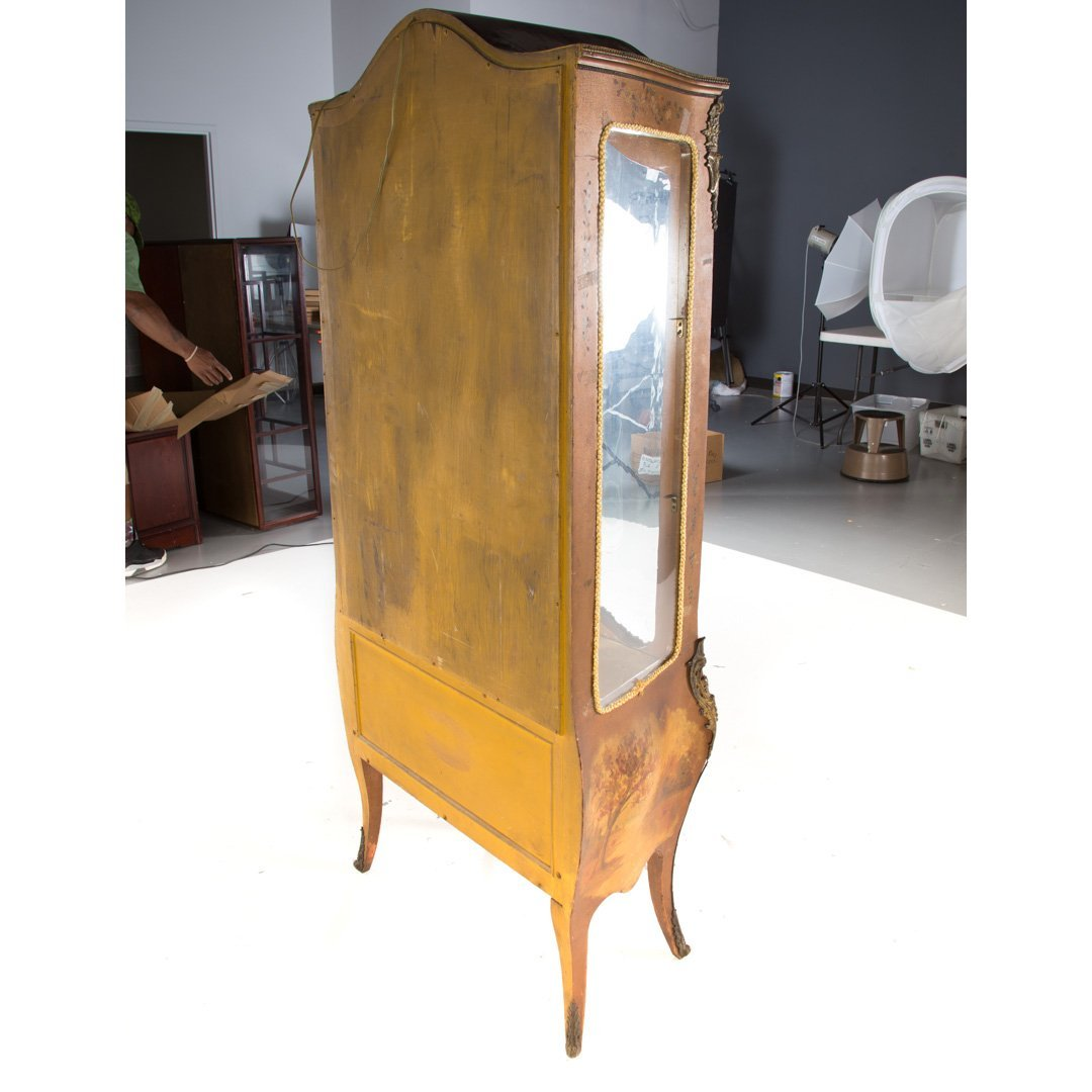 Louis XV style Vernis Martin curio cabinet - 4