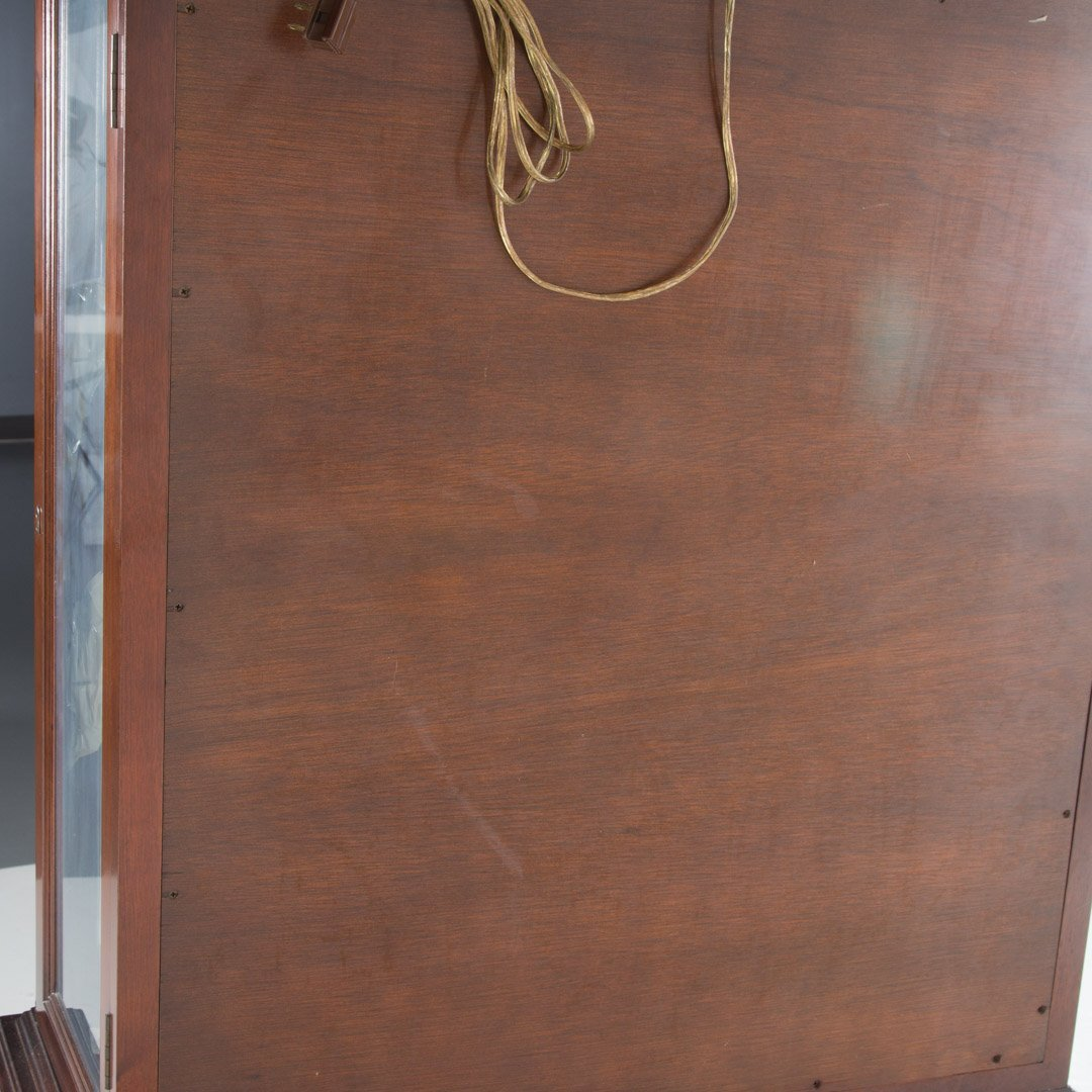 Queen Anne style mahogany curio cabinet - 4